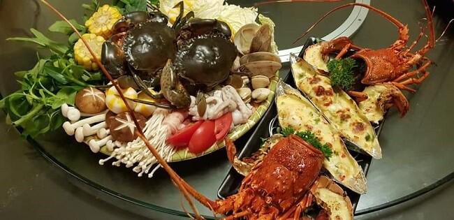 Một số cửa hàng đã sáng tạo thêm mâm hải sản nhằm thu hút khách hàng
